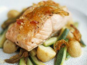 Lachsfilet mit Senffrüchten und Gemüse Rezept