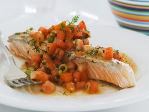 Lachsfilet mit Tomaten-Salsa Rezept