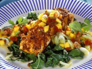 Lachsschnitte vom Grill mit Mangold und Mangosalsa Rezept