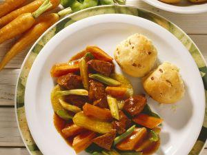 Lamm-Gemüseragout mit Hefegebäck Rezept