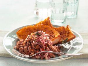 Lammhack mit Pinienkernen Rezept