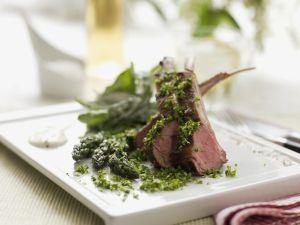 Lammkarree mit gemischten Kräutern (Gremolata) grünem Spargel Rezept