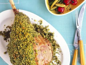 Lammkeule mit Kräuterhülle Rezept