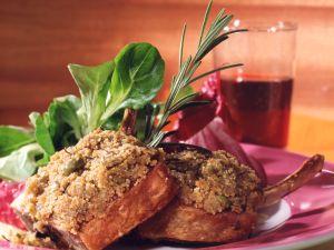 Lammkoteletts in Rosmarin-Oliven-Kruste Rezept