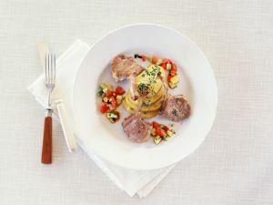 Lammkoteletts mit gebackenen Kartoffelscheiben Rezept