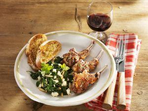 Lammkoteletts mit Spinat und Feta Rezept