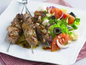 Lammspieße mit grünem Salat Rezept