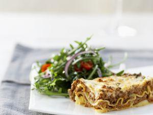 Lasagne und Tomatensalat mit Rucola Rezept