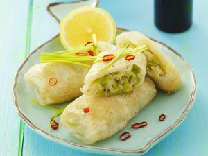 Lauch-Fisch-Röllchen aus Reispapier Rezept