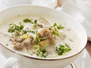Lauch-Hack-Suppe mit Käse Rezept