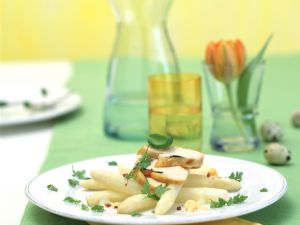 Lauwarmer Spargelsalat mit Hähnchenbrust Rezept