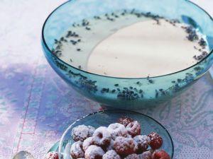 Lavendelcreme mit Himbeeren Rezept
