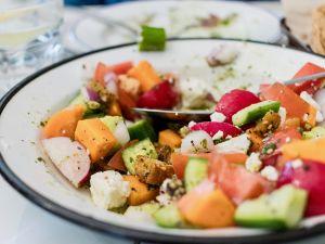 Leichtes Abendessen im Sommer: Tipps und Rezepte