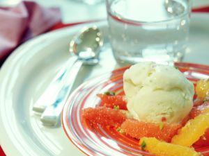 Limetten-Eis mit Zitrussalat Rezept