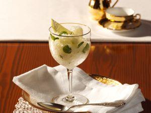 Limetten-Wein-Granité mit Minze Rezept