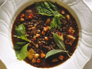 Linseneintopf mit Speck und Maroni Rezept