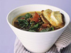 Linseneintopf mit Spinat und überbackenem Käsebaguette Rezept