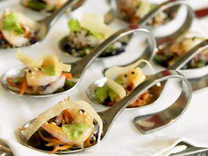 Löffelhäppchen mit Garnelen und Gemüse Rezept