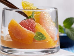 Low-Carb-Obstsalat aus Zitrusfrüchten Rezept