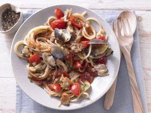 pasta mit shrimps tomaten sauce rezept eat smarter. Black Bedroom Furniture Sets. Home Design Ideas