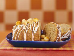 Macadamiakuchen mit Zuckerguss Rezept
