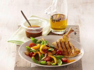 Maispoularde vom Grill in Gewürzöl und Gemüsesalat Rezept