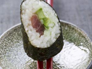 Maki mit Thunfisch und Gurke Rezept