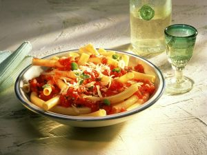 Makkaroni mit Tomatensauce Rezept
