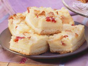 Mandel-Käse-Kuchen mit Kirschen Rezept