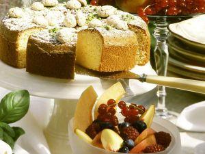 Mandelkuchen mit Fruchtsalat Rezept