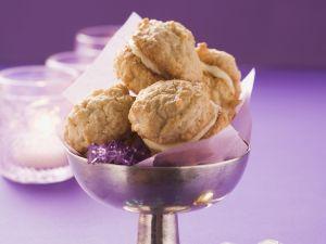 Mandelmakronen mit Buttercreme gefüllt Rezept