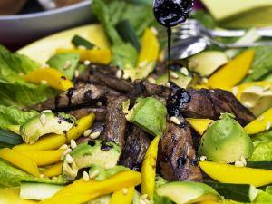 Mango-Avocadosalat mit Filetstreifen Rezept