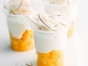 Mangokompott mit Kokosjoghurt und Kokoschips Rezept