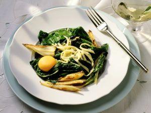 Mangold-Fenchel-Gemüse mit Ei Rezept