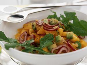 Mangosalat mit Avocado, Rucola und roten Zwiebeln Rezept