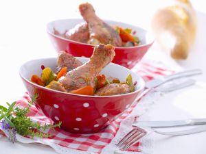 Marinierte Rotwein-Hähnchenkeulen mit Möhren-Sellerie-Gemüse Rezept