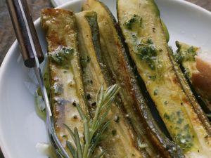 Marinierte Zucchini mit Rosmarin Rezept