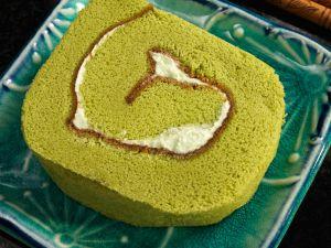 Matcha-Roulade mit Buttercremefüllung Rezept