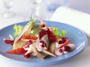 Matjes-Apfel-Salat mit Preiselbeeren Rezept