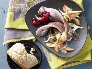 Matjes auf Apfel-Zwiebel-Gemüse Rezept