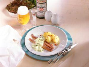 Matjesfilets mit Apfel-Zwiebel-Sauce und Speck-Kartoffeln Rezept