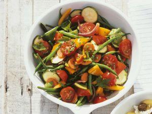 Mediterraner Gemüsesalat Rezept