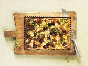 Mediterraner Spargelkuchen mit Ziegenkäse, Oliven und getrockneten Tomaten Rezept