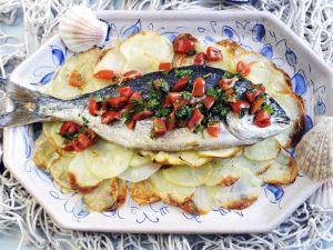 Meerbrasse mit Tomatenvinaigrette und Kartoffelhobeln Rezept
