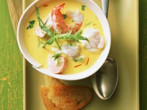 Meeresfrüchtesuppe mit Fenchel und Safran Rezept