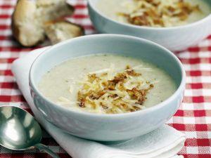 Mehlsuppe mit Käse und gerösteten Zwiebeln Rezept