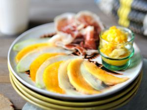 Melonen-Schinkensalat mit Granita Rezept