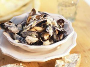 Miesmuscheln in Knoblauch-Sahnesoße Rezept