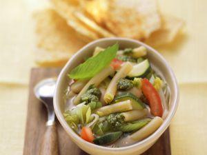 Minestrone mit Nudeln und grünem Pesto Rezept