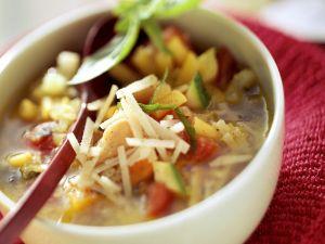 Minestrone mit Parmesan Rezept